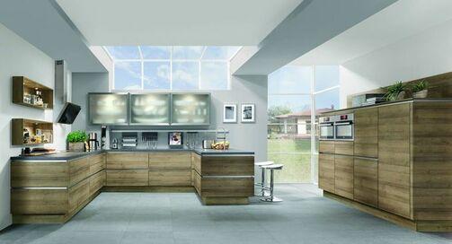 U Förmige Küche In Holz Optik Mit Grauer Arbeitsplatte