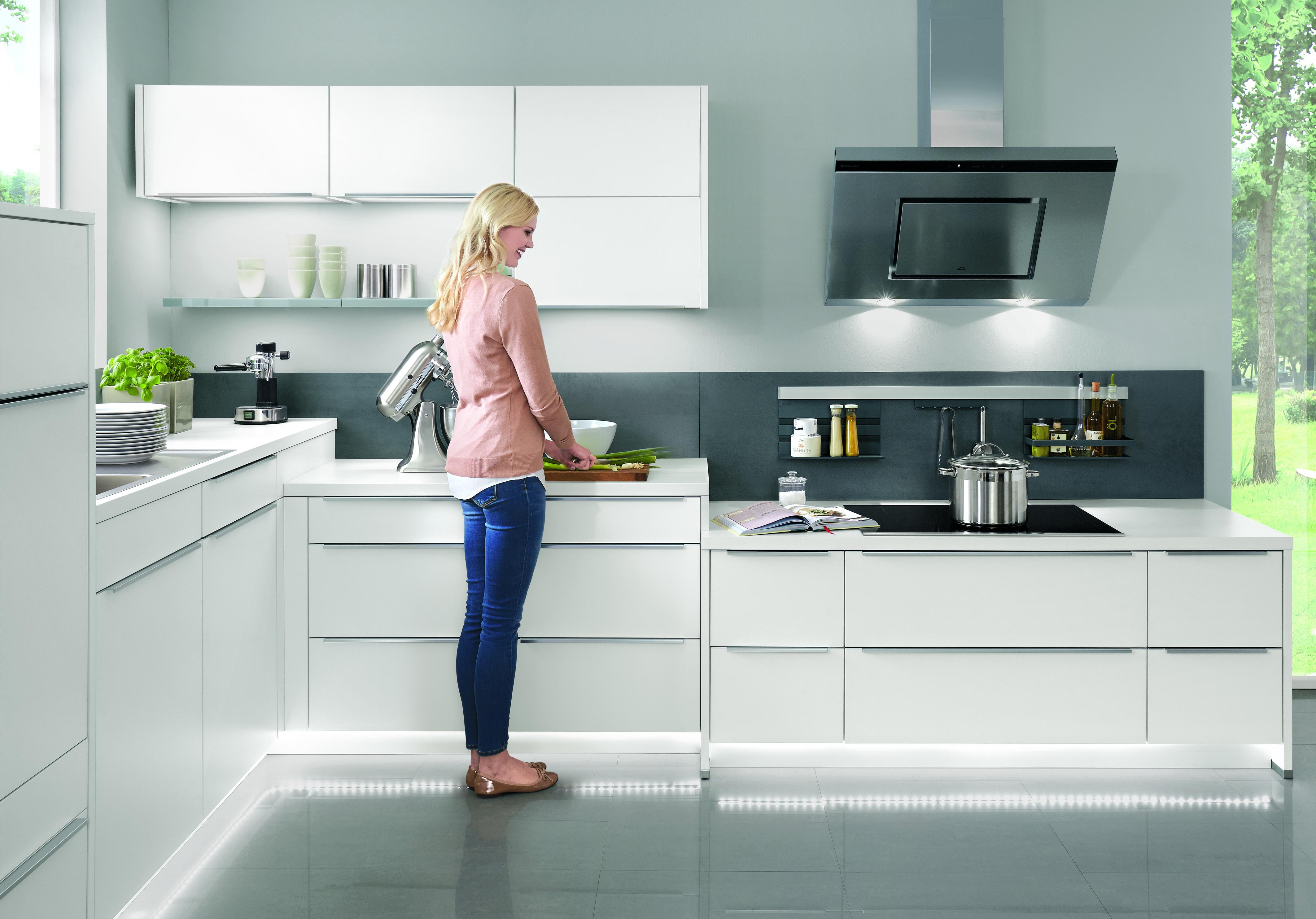 Ergonomische Planung der Arbeitshöhen und Arbeitsbereiche in der Küche