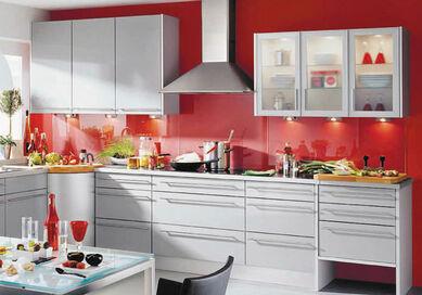 Küche Mit Schubladen Und Vitrinenelementen