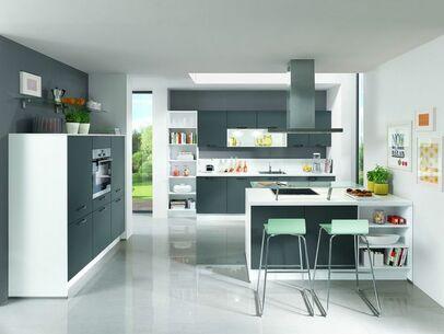 Moderne Küche Mit Kochinsel In Der Farbe Grau