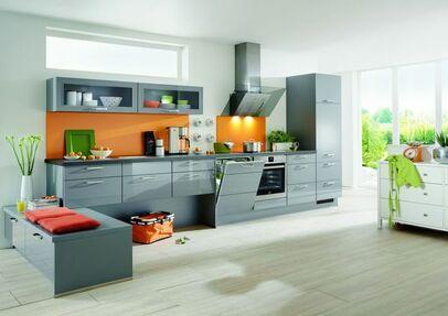 Moderne Küchenzeile Mit Grauen Hochglanz Fronten