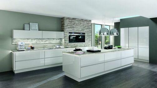 Moderne Kücheninsel Mit Weißen Hochglanzfronten