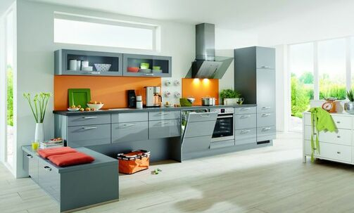 Küche in Grau mit Elektrogeräten zum günstigen Preis individuell planen