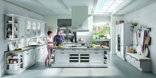Weiße Kücheninsel Im Modernen Landhausstil