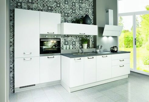 Kleine Küche In Weiß Mit Grauer Arbeitsplatte